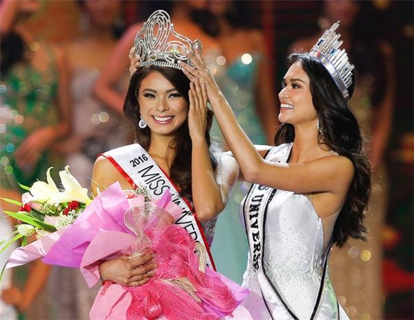 Vương miện của Hoa hậu Philipines có nhiều đường cong đẹp mắt, mang hơi hướng vẻ đẹp quyến rũ của người phụ nữ.