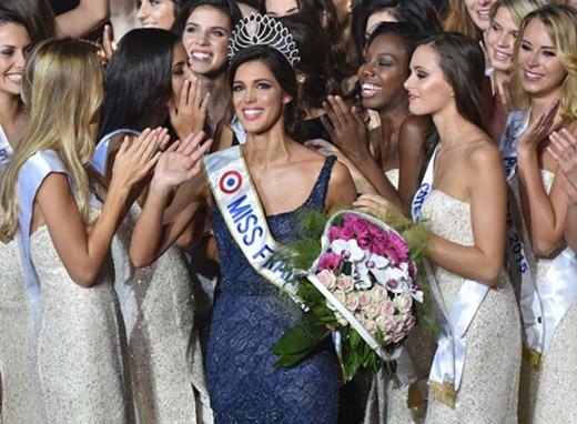 Vương miện của Hoa hậu Pháp đầy thanh lịch, tinh tế như chính con người ở đây vậy.