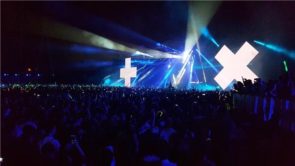 Biểu tượng của Martin Garrixxuất hiện trên màn hình lớn khiến vạn trái tim như muốn nổ tung.