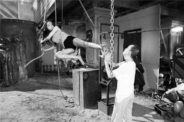 Gần đây nhất, Minh Thuận tham gia vào một bộ phim với Elly Trần. Đây cũng là lần đầu tiên nam ca sĩ 47 tuổi và bà mẹ hai con có dịp hợp tác. Dù khoảng thời gian không dài nhưng Minh Thuận để lại nhiều kí ức tốt đẹp trong lòng Elly Trần. - Tin sao Viet - Tin tuc sao Viet - Scandal sao Viet - Tin tuc cua Sao - Tin cua Sao