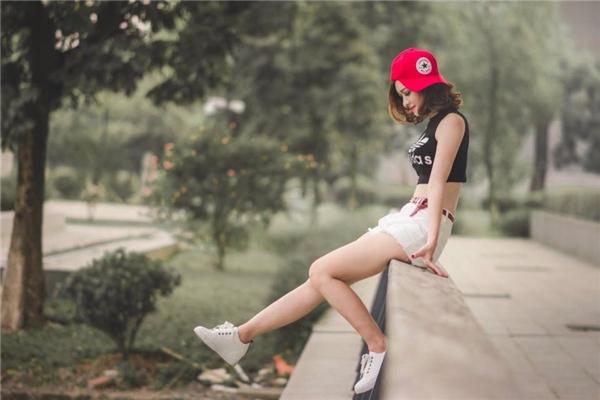 Nhan sắc xinh đẹp và gu thời trang hiện đại khiến B.C.thu hút không hề thua kém bất kỳ hotgirl nào.