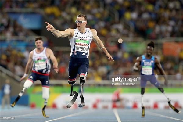 Richard Whitehead, VĐV người Anh Quốc chiến thắng nội dung chạy 200m nam ở ngày thứ 4 tại Paralympic2016. (Ảnh:Matthew Stockman)