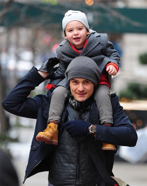 10 ông bố điển trai nổi tiếng đốn tim fan vì mắc bệnh cuồng con