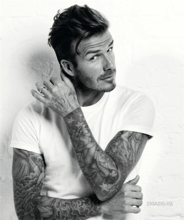 Vô cùng chú trọng đến việc chăm sóc ngoại hình, ngôi sao sân cỏ David Beckham trở thành người đàn ông hoàn hảo của của chủ nghĩa dị tính với thân hình 6 múi, tóc cắt gọn gàng sành điệu và quần áo đắt tiền.