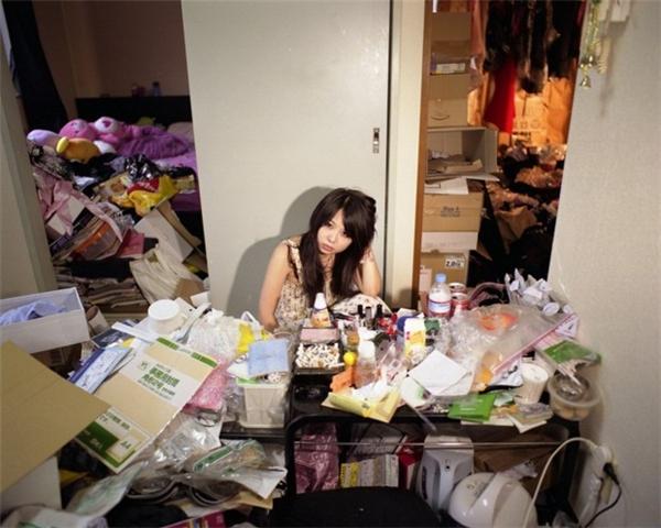 Hikikomori xảy ra với cả ở cả nữ giới và mức độ trầm trọng không thua kém gì nam giới.