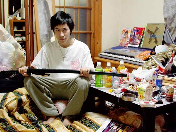 Hikikomori được cho làhậu quả của tự kỉvà các rối loạn tâm thần khác.