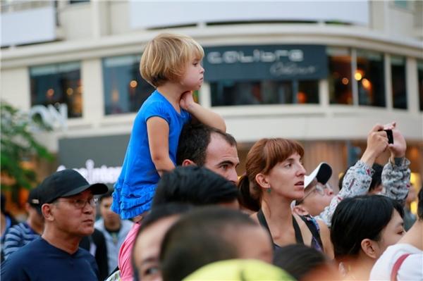 Chương trình không chỉ thu hút các bé thiếu nhi thành phố mà còn các bé người nước ngoài đến tham dự.