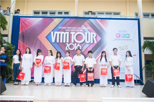 Teen Hà Nội thi nhau đọc Rap cùng Yanbi, Lynk Lee tại VTM Tours 2016