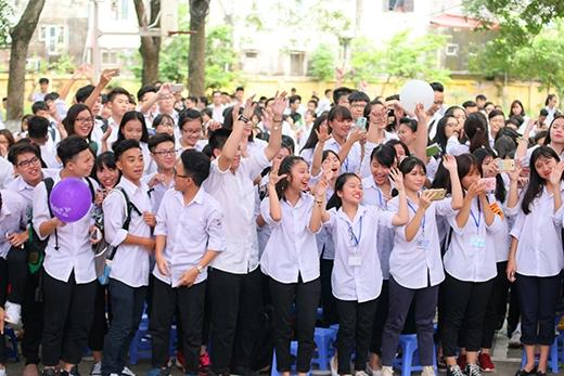 Teen các trường tại Hà Nội quẩy cực sung.