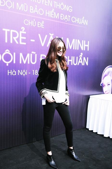 Thanh Hằng nổi bần bật với style ăn mặc cá tính khiến ai cũng không thể rời mắt khỏi cô, đó chính là phong cách tự tin rạng rỡ.