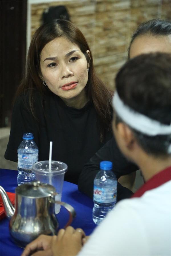 Vợ chồng em gái của nam ca sĩ Nhật Hào cũng qua chia buồn cùng gia đình Minh Thuận. - Tin sao Viet - Tin tuc sao Viet - Scandal sao Viet - Tin tuc cua Sao - Tin cua Sao