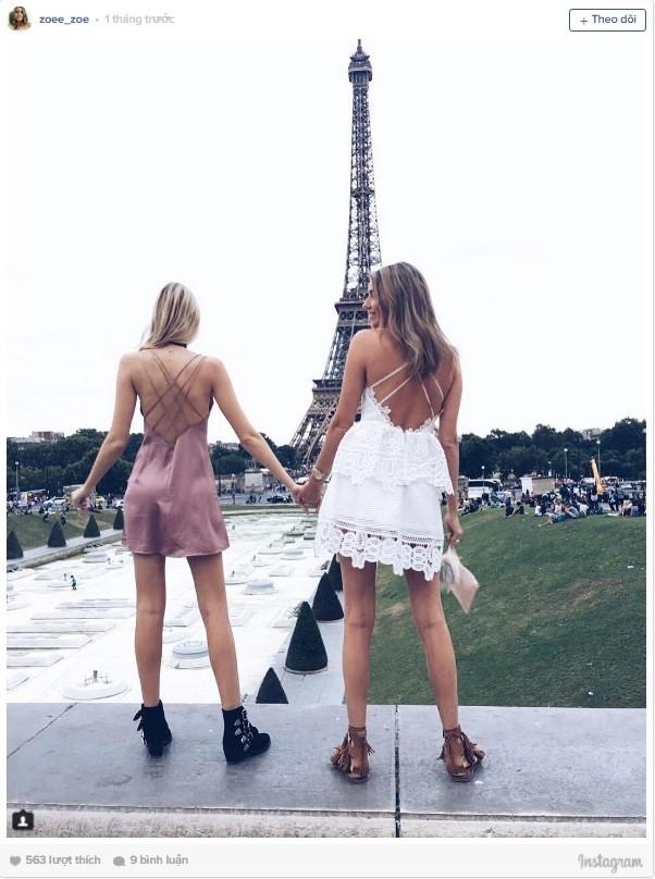 Chuyến đi tới Paris gắn liền với những bức hình cùng tháp Eiffel.