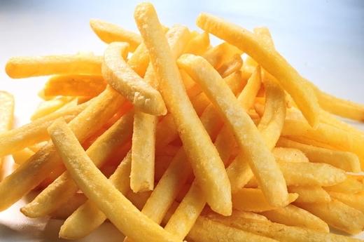 Các tín đồ của khoai tây chiên cũng nên cân nhắc lại tình yêu của mình với loại thực phẩm có thể gây ung thư này nhé.