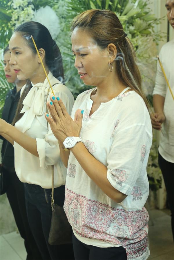 Thuý Uyên chơi khá thân với Minh Thuận khi cô tham gia chương trình Gương mặt thân quen. - Tin sao Viet - Tin tuc sao Viet - Scandal sao Viet - Tin tuc cua Sao - Tin cua Sao