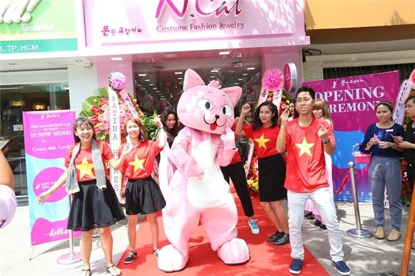 4 lý do chú mèo hồng trở thành thú cưng đáng yêu của cư dân mạng