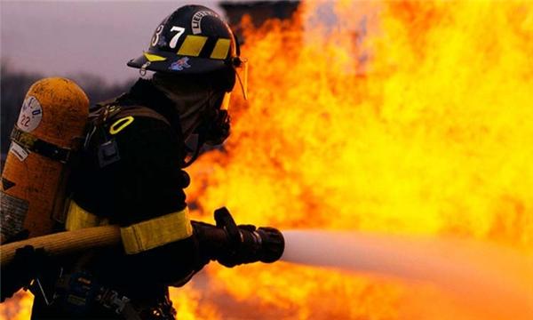 Tuyệt đối không quay lại đám cháy dù bất cứ lí do nào. (Ảnh: Internet)