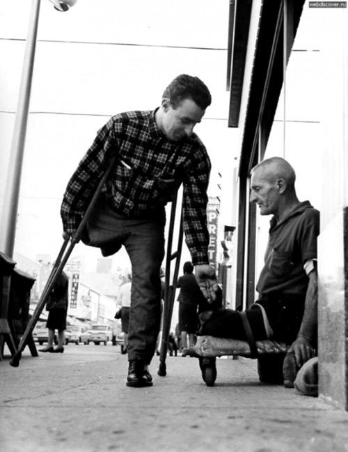 Cùng chung những nỗi đau,người ta dễ đồng cảm và cùng nhau vực dậy để đi tiếp.