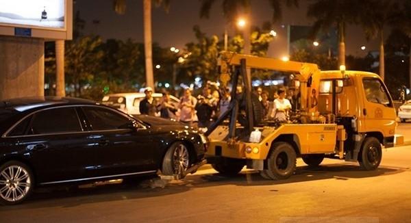 Được biết, Nguyễn Duy Tân chính là người đã gây ra vụ tai nạn khi lái xe đến đón nữ ca sĩ Hồ Ngọc Hà vào đầu năm 2015 tại sân bay Tân Sơn Nhất khiến 1 người tử vong và 15 người khác bị thương (giám định thương tật từ 19% đến 76%). Tân cũng chính là em họ của Hồ Ngọc Hà. - Tin sao Viet - Tin tuc sao Viet - Scandal sao Viet - Tin tuc cua Sao - Tin cua Sao