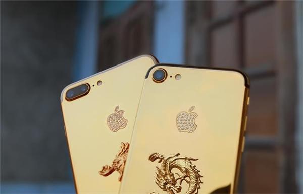 Phần mặt lưng có logo quả táo được đính thêm 38 viên kim cương kích cỡ1,2 mm. (Ảnh: internet)