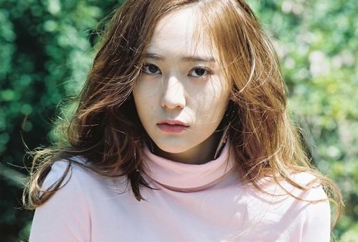 Krystal Jung với phong thái sang trọng, lạnh lùng đã trở thành đối tượng được yêu thích nhất trong cộng đồng người đồng tính nữ ở Hàn Quốc với 555 phiếu bình chọn.