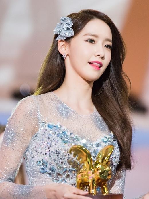 Yoona (SNSD) giành được 190 phiếu bầu.