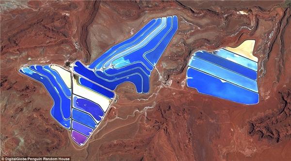 Ao bay hơi có thể nhìn thấy tại mỏ kali tại Moab, Utah.Các mỏ sản xuất kali cacbonat vàmuối kali là nhữngthành phần chính trong phân bón.Muối được bơm lên bề mặt từ nước mặn dưới lòng đấtvà đượcsấy khô trong ao năng lượng mặt trời khổng lồ.