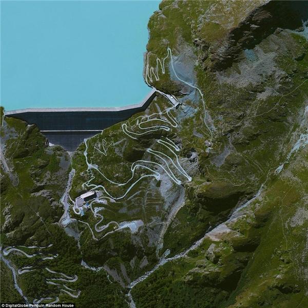 ĐậpGrande Dixence ở bang Valais ở Thụy Sĩ là đập nướccao nhất thế giới với chiều cao 285m,mất 14 năm xây dựng và chứa khoảng sáu triệu mét khối bê tông.