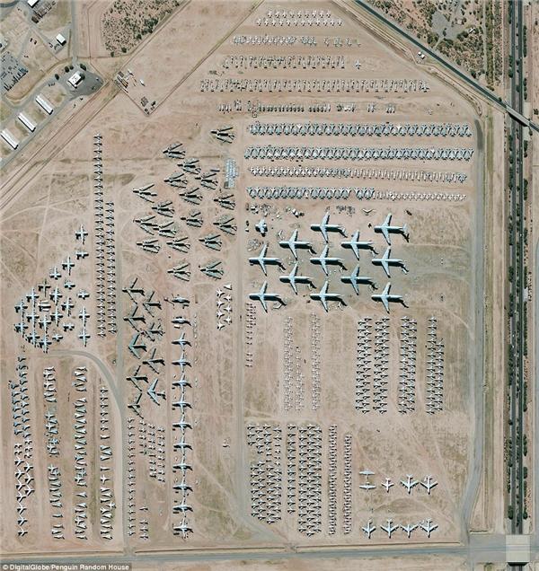 """Khu vực bảo trì kiêmbãi đậu máy bay lớn nhất thế giới nằm tại Căn cứ không quân Davis-Monthan ở Tucson, Arizona, Mỹ. Khu vực nàychứa hơn 4.400 máy bay """"nghỉ hưu"""" của chính phủ và quân đội Mỹ."""