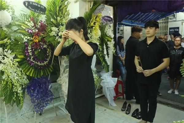 Hà Hồ, Đông Nhi lặng người, Việt Hương vỡ oà đến thăm Minh Thuận - Tin sao Viet - Tin tuc sao Viet - Scandal sao Viet - Tin tuc cua Sao - Tin cua Sao