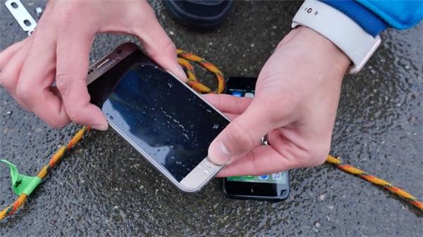 Nút bấm trên Galaxy S7 đã không còn phản hồi. (Ảnh: internet)