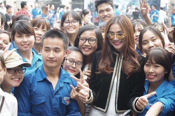 Selfie cùng các fan - Tin sao Viet - Tin tuc sao Viet - Scandal sao Viet - Tin tuc cua Sao - Tin cua Sao