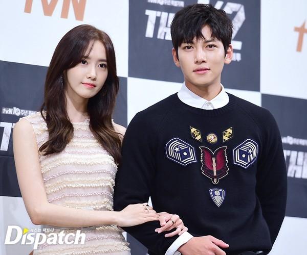 """Cặp đôi Ji Chang Wook và Yoona """"đẹp hơn hoa"""" tại họp báo phim mới"""