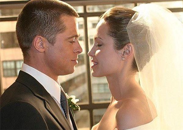 Angelina Jolie đã chính thức nộp đơn ly dị với Brad Pitt