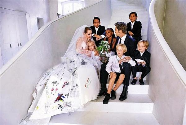 Đám cưới hạnh phúc, giản dị của Jolie và Pitt