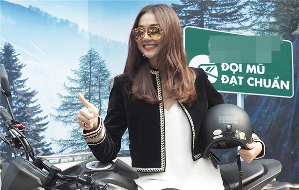 Thanh Hằng cổ vũ cho phong trào đội mũ bảo hiểm chuẩn khi đi xe mô tô - Tin sao Viet - Tin tuc sao Viet - Scandal sao Viet - Tin tuc cua Sao - Tin cua Sao