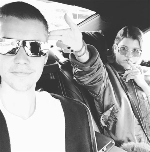 Justinđã mắng fan để bảo vệSofia và còn cùng côtrải qua kì nghỉ ở Mexico.
