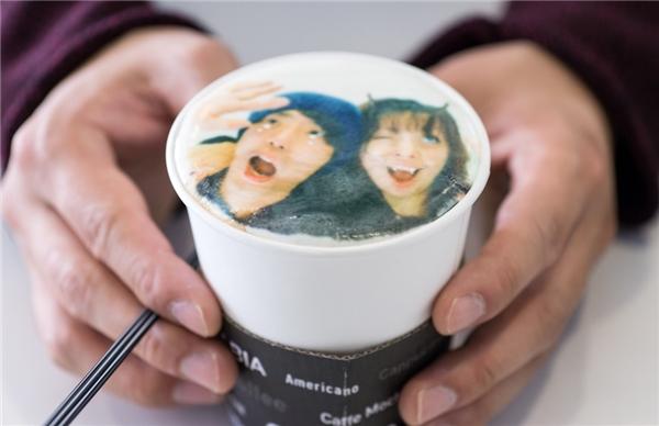 """Latte in hình """"tự sướng"""" đầy sáng tạo. (Ảnh: Internet)"""