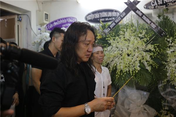 Nhật Hào oà khóc trước linh cữu Minh Thuận - Tin sao Viet - Tin tuc sao Viet - Scandal sao Viet - Tin tuc cua Sao - Tin cua Sao