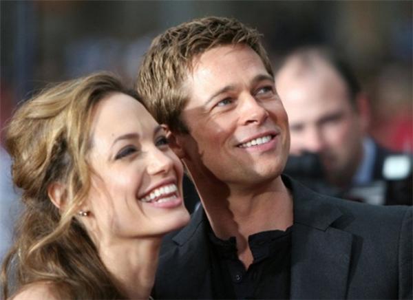 """Còn Angelina mang danh """"hồ ly chín đuôi"""" của Hollywood vì phá vỡ một gia đình hạnh phúc."""