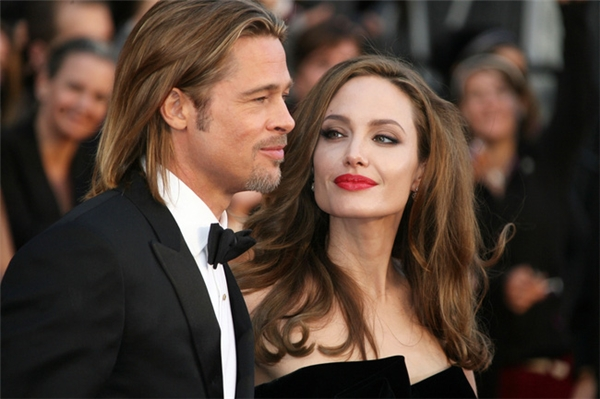Còn Angelina luôn hướng về Brad Pitt với ánh mắt say đắm như thế này.