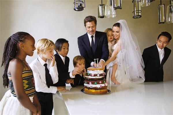 Bộ ảnh cưới đẹp như mơ bên các con của mình được đông đảo công chúng xuýt xoa.