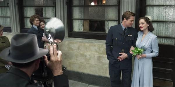 """Thời điểm này, khi cuộc hôn nhân đổ vỡ của cặp đôi đẹp nhất Hollywood - Angelina Jolie - Brad Pitt còn đang khiến công chúng bàng hoàng, thì nhiều mũi dùi lại bắt đầu chĩa sang minh tinh nước Pháp - Marion Cotillard- mỹ nữ đóng cặp với Brad Pitttrong dự án phim mới của anh - """"Allied""""."""