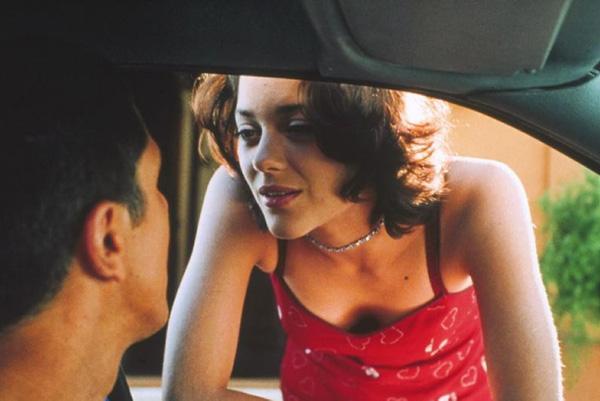 Năm 1998, Cotillard nhận vai lớn đầu tiên trong bộ phim hành động Taxi. Tác phẩm ngân sách lớn sau đó làm thêm hai phần, với sự tái xuất của Cotillard.