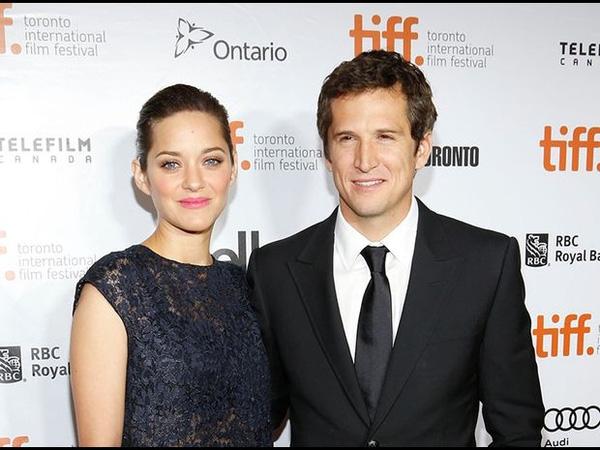 Cũng trên phim trường Taxi, cô gặp tài tử Guillaume Canet lần đầu. Canet khi đó đang kết hôn và 6 năm sau ly dị vợ, kết nối lại với Cotillard. Năm 2007, Canet và Cotillard đính hôn, sinh con năm 2011. Ở Pháp, cả hai được ví như gia đình Brad Pitt và Angelina Jolie nhưng họ ít xuất hiện trên báo chí hơn.