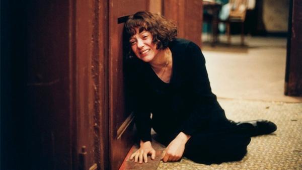 """Và dấu mốc sự nghiệp của minh tinh nước Pháp chính là vai diễn trong La Vie en Rose giúp Cotillard bội thu giải thưởng, từ BAFTA, César đến Quả Cầu Vàng và Oscar cho """"Nữ diễn viên chính xuất sắc"""". Cô trở thành diễn viên nữ đầu tiên vừa thắng giải César và giải Oscar cho cùng vai diễn."""