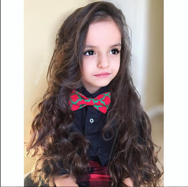 Mái tóc đẹp như dòng suối của cô bé 5 tuổi