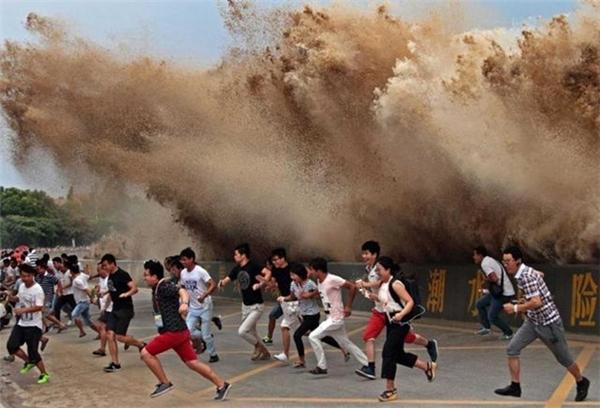 Bức ảnh được chia sẻ nhiều nhất trên mạng xã hội Trung Quốc được chụp hôm 4/9 về sóng trên sông Tiền Đường.