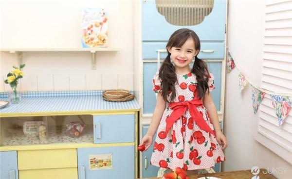 Cô bé Lauren Lunde là con lai hai dòng máu Canada - Hàn.