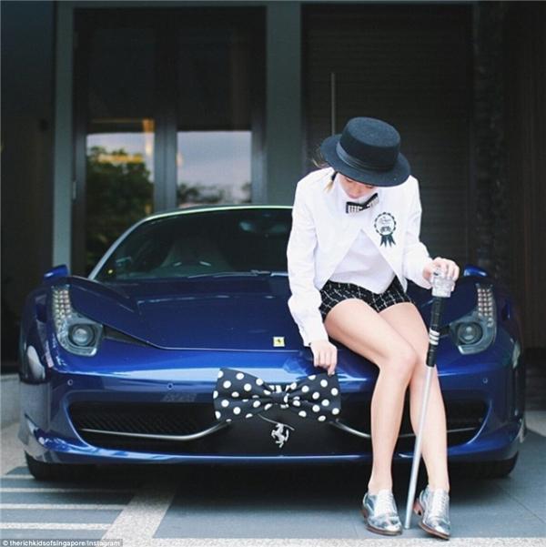 """Đã tậu được siêu xe thì phải cố gắng tìm một bộ đồ """"tông xuyệt tông"""" với con xe chứ nhỉ?(Ảnh: Instagram)"""