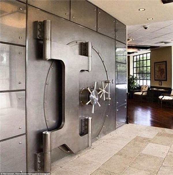 Liệu họ có bao nhiêu chiếc két khổng lồ này trong nhà? (Ảnh: Instagram)